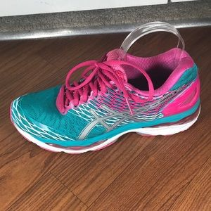 ASICS Gel Nimbus 18 size 9 running sneaker